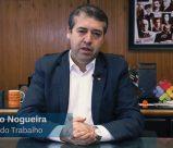 Foto do Ministro Ronaldo Nogueira, sentado à uma mesa de escritório.